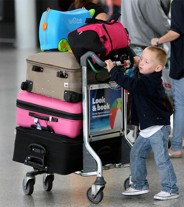 985bf812-8c9a-406d-b5bb-43391863a17e_travelling-with-toddlers-airport-aeroplane-flying-with-children-luggage